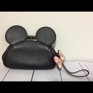 Coach Minnie kisslock wristlet / Clutch